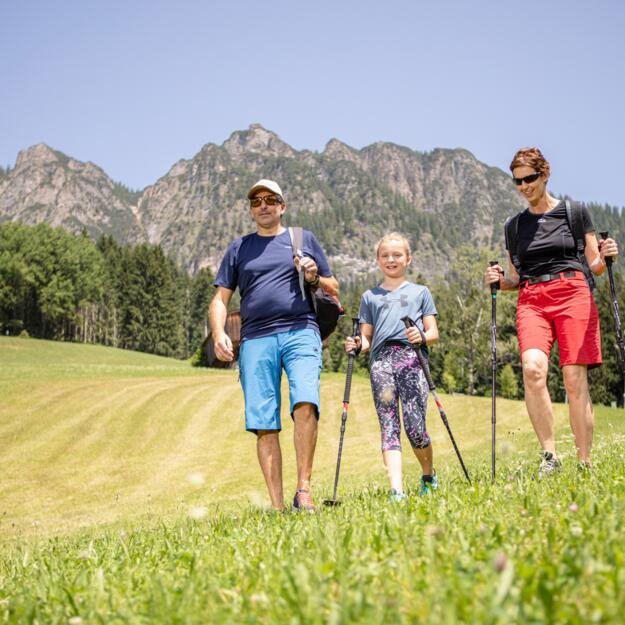family hiking in the alpachtal